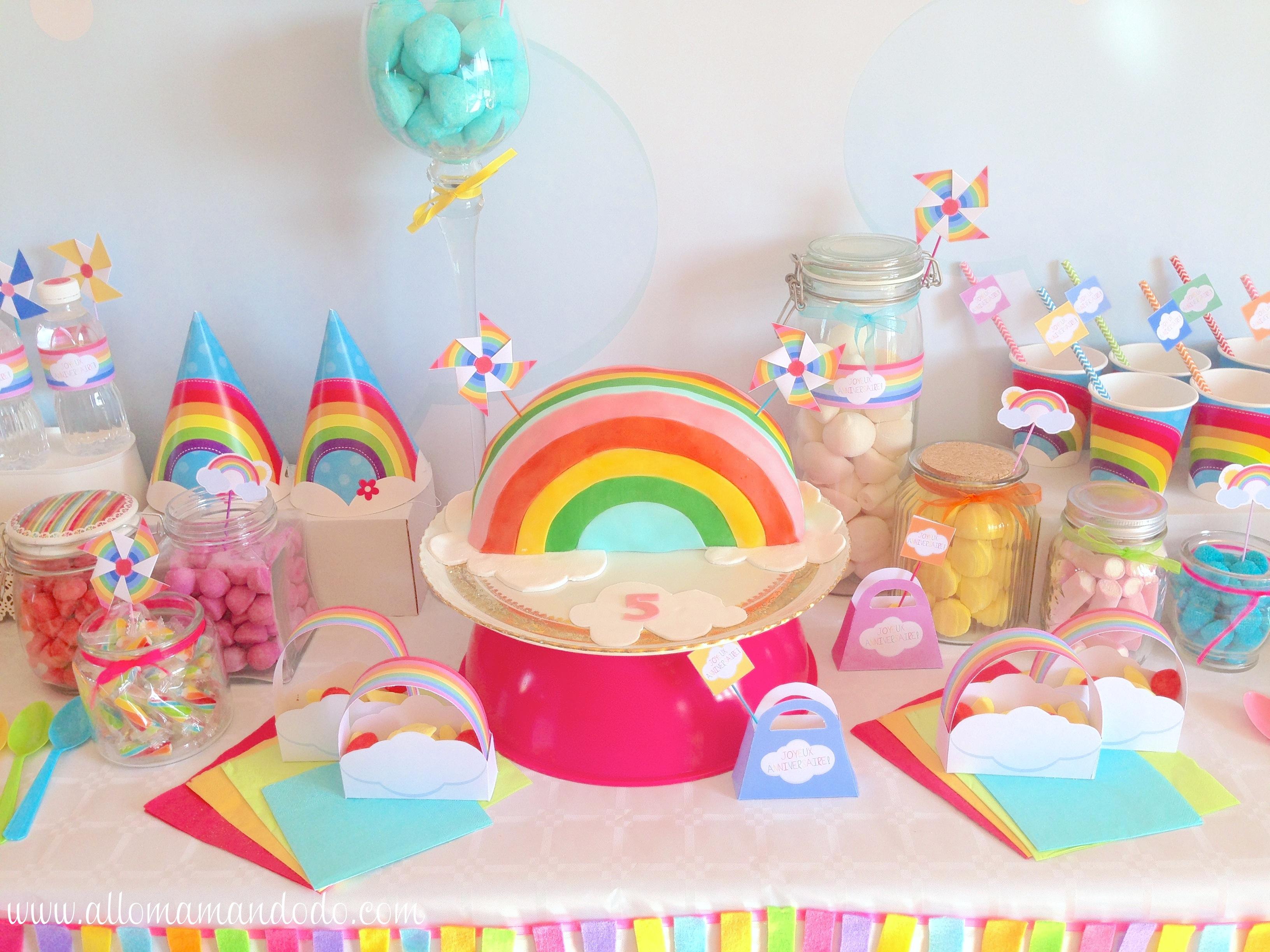 La sweet table d co d 39 anniversaire arc en ciel les photos - Table d anniversaire 1 an ...