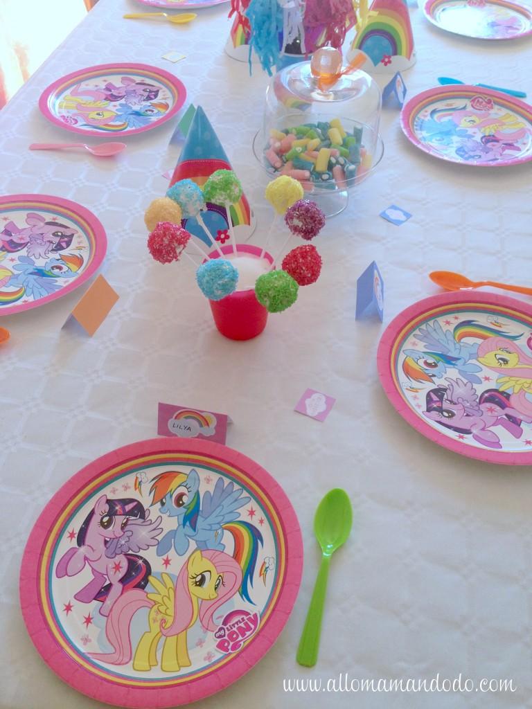 table d'anniversaire arc-en-ciel