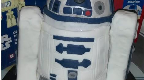 DIY: Gâteau Star Wars R2D2 d'Anniversaire ! (Tuto Photo Pas à Pas !)