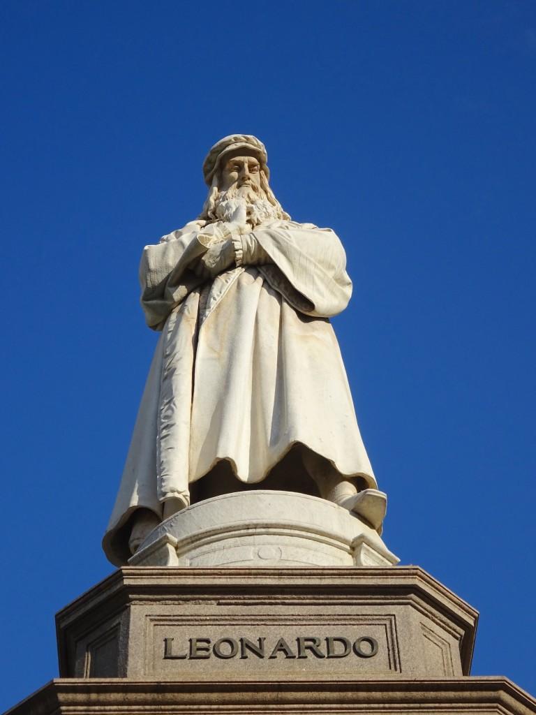 statue leonard emovio milan