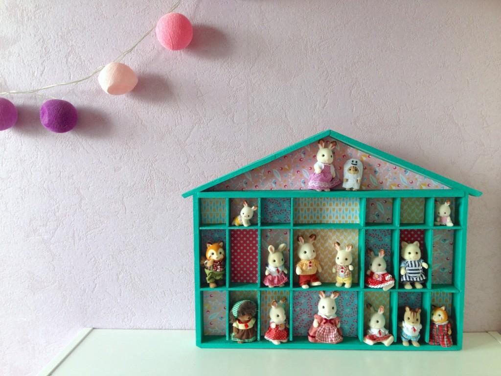 maison en bois customisation activité peinture