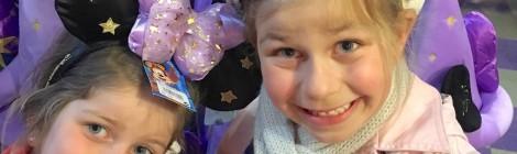 Leur surprise Disney avec le Package Famille Holiday Inn ! (Vidéo!!)