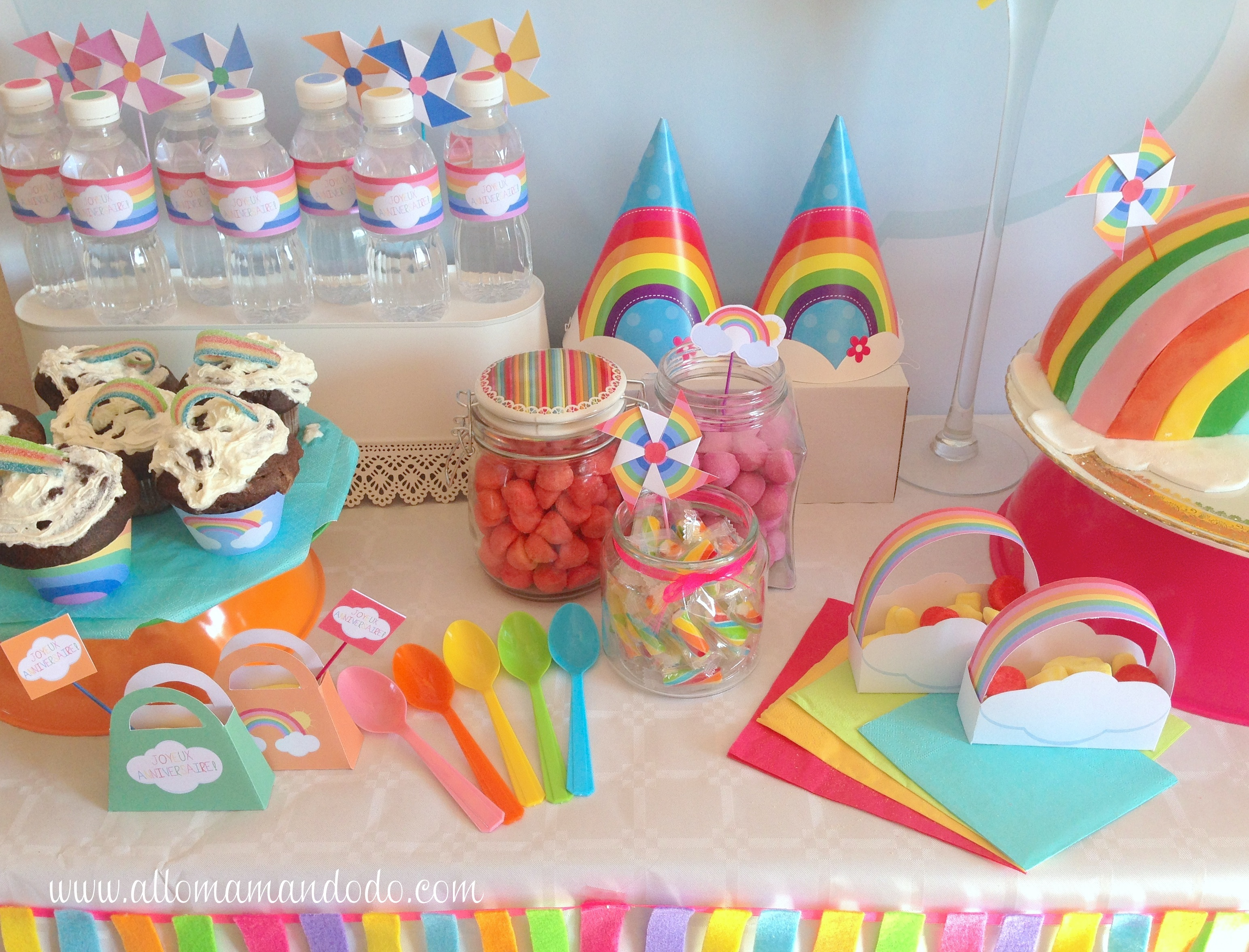 La sweet table d co d 39 anniversaire arc en ciel les for Decoration maison licorne