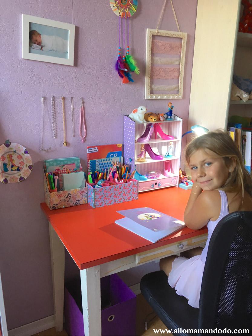 son premier bureau avec 2 id es diy pour un bureau d 39 enfant bien organis allo maman dodo. Black Bedroom Furniture Sets. Home Design Ideas